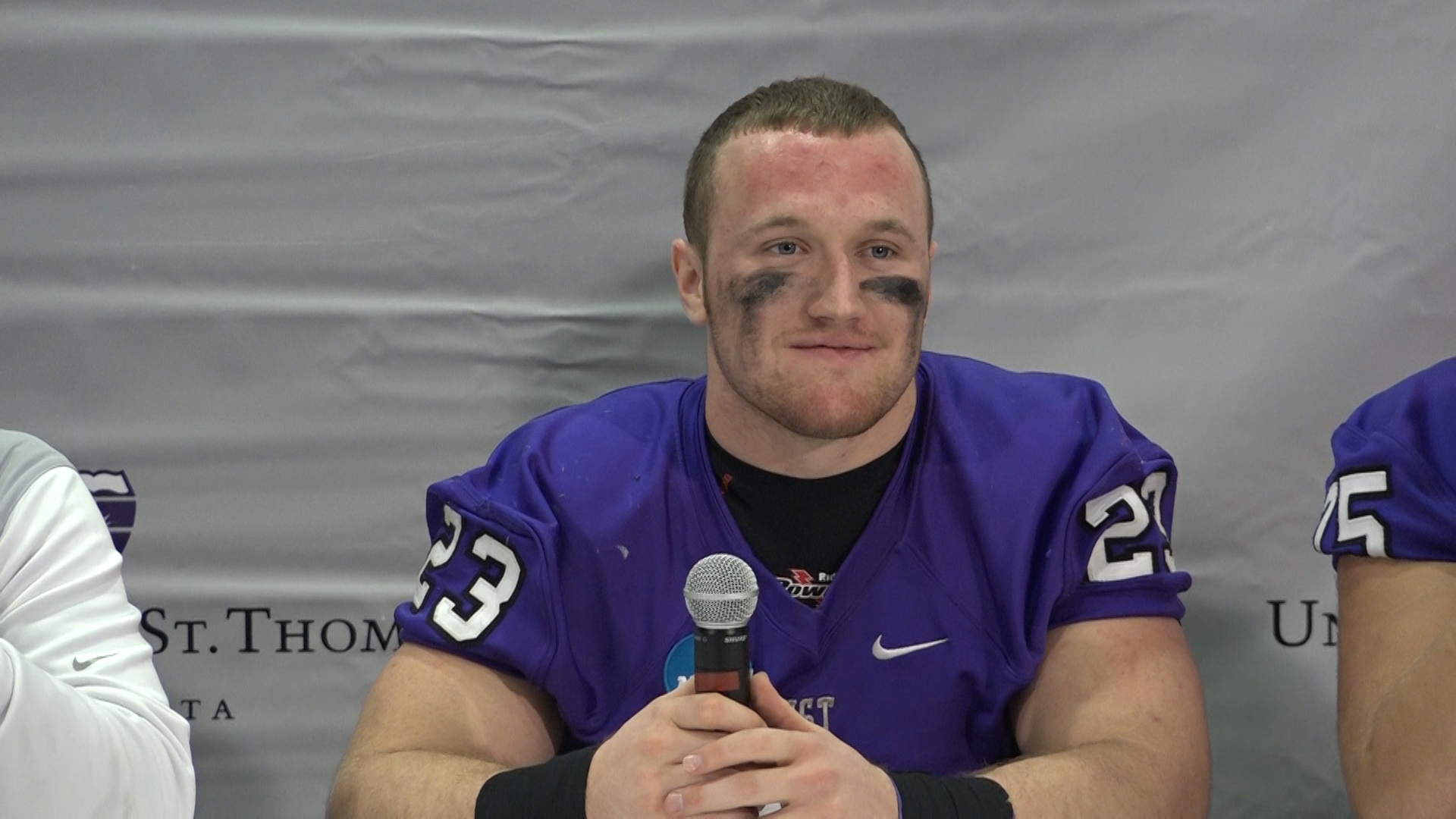 Video: Tommies run over Linfield, advance to Stagg Bowl