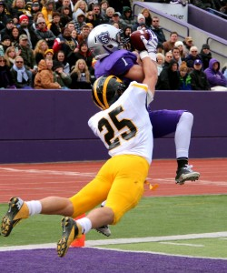 <p>Junior wide receiver Kyle Whitley catches the last touchdown of the half at O'Shaughnessy Stadium on Saturday, Oct. 6. Whitley's 9-yard touchdown reception gave the Tommies a 15-0 lead at halftime. (Rosie Murphy/TommieMedia)</p>