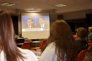 <p>Students in Debra Petersen's political communication class watch the presidential debate in Brady Educational Center Monday. The students analyzed key points each candidate made throughout the night. (Tarkor Zehn/TommieMedia)</p>