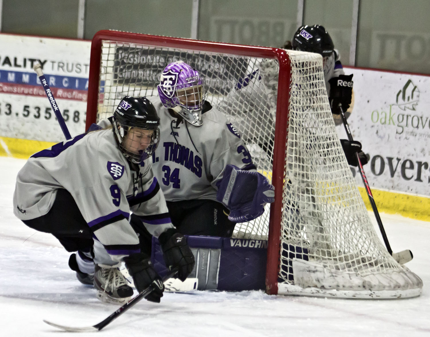 Saves carry women's hockey to 1-1 draw with Cobbers