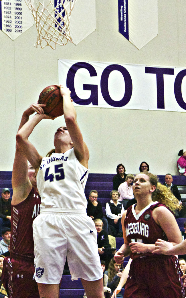 Tommies extend winning streak to nine with victory over Augsburg