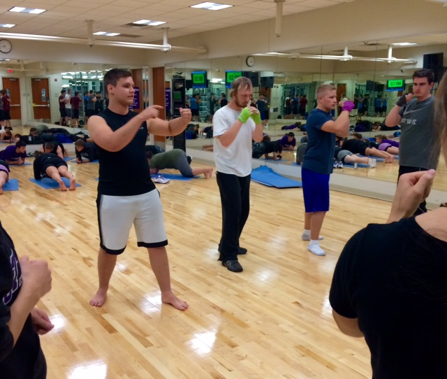 Students knock out stress through boxing