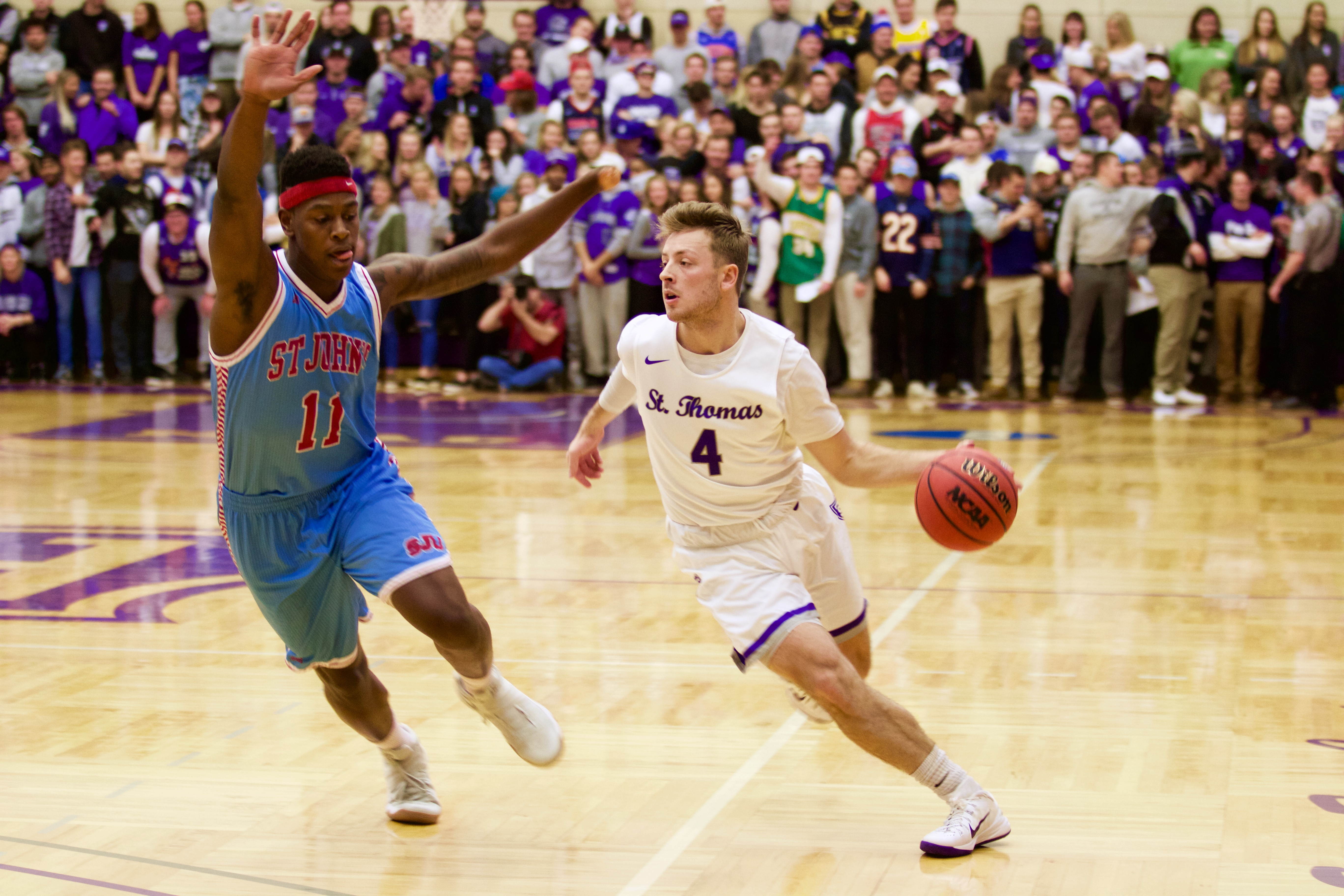 Tommies defeat Johnnies in men's basketball 82-69