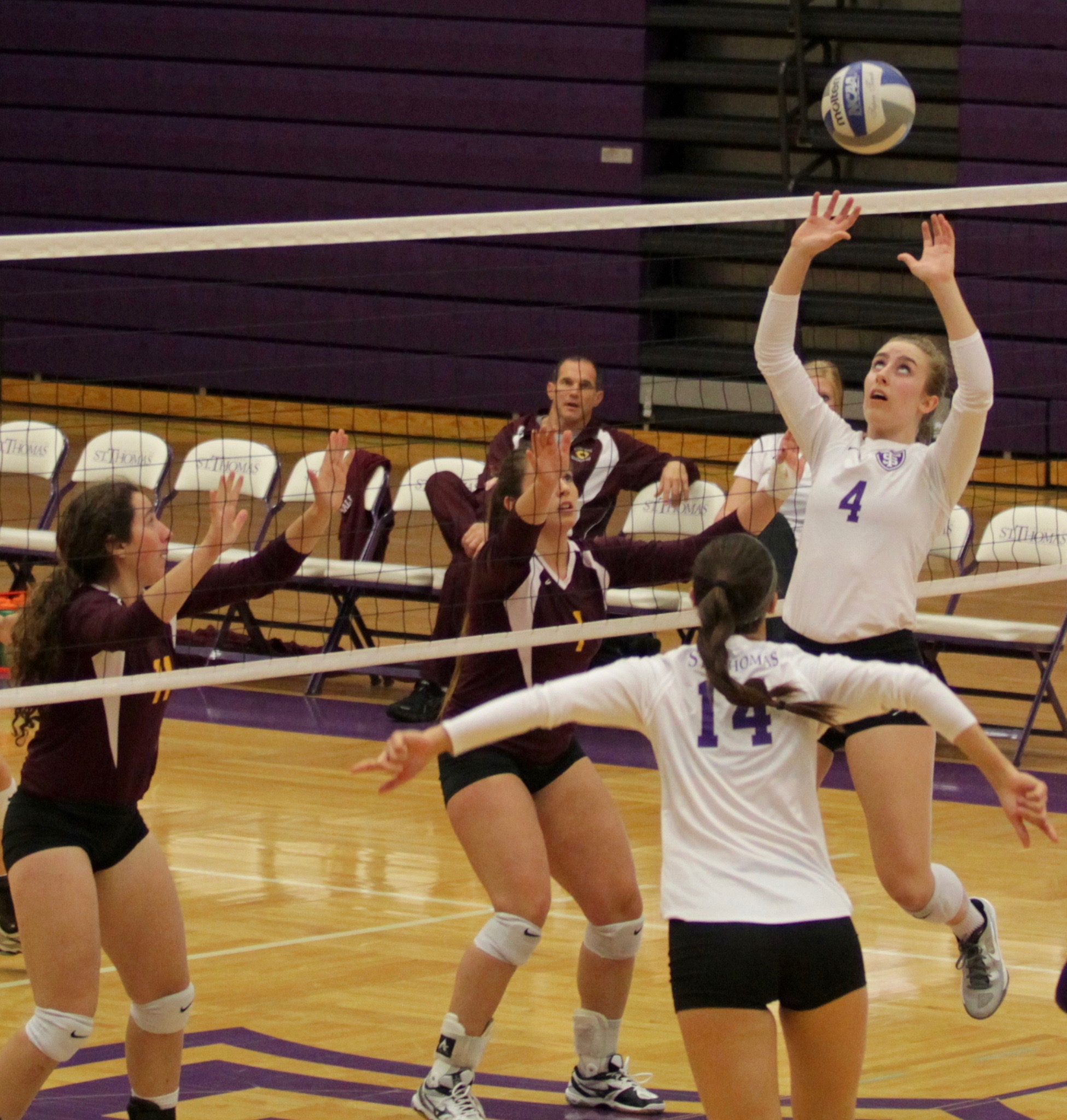 Volleyball dominates cobbers, secures No. 3 seed