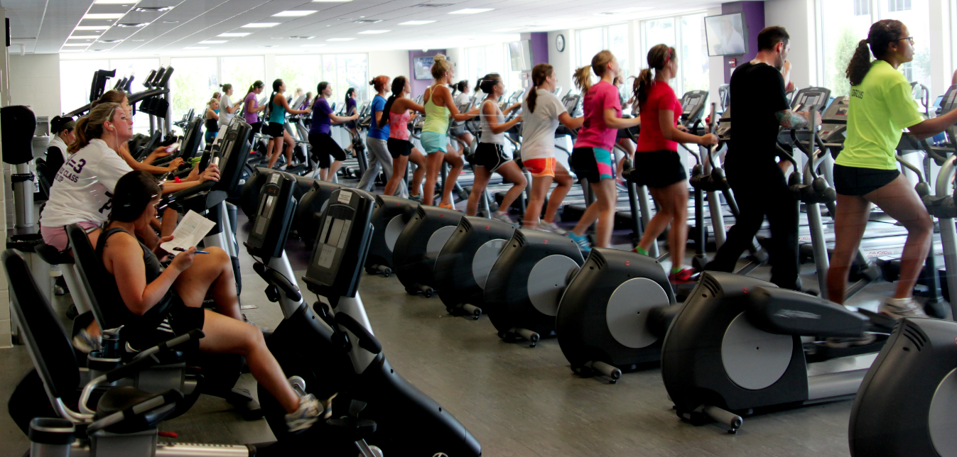 Students getting in a mid-day work out at the Anderson Athletic and Recreation Complex. AARC amenities became available for faculty members this past summer. (Luke Moe/TommieMedia)