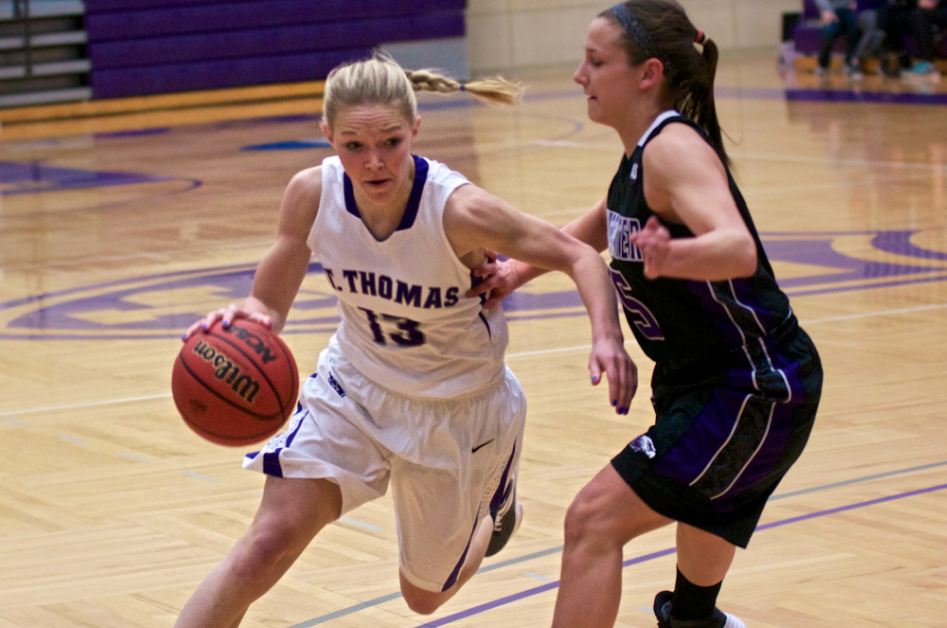 Warhawks' late push knocks off Tommie women's hoops