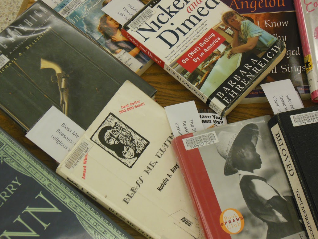 Students, staff ban together to celebrate Banned Books Week