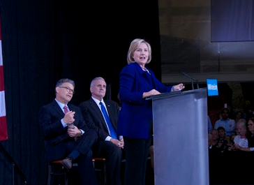 Clinton rallies with Minn. democrats at Macalester