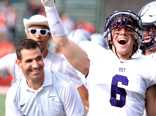 Tommies defeat Johnnies 33-21