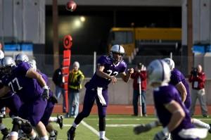 <p>Sophomore quarterback Greg Morse tosses a pass to sophomore wide receiver Fritz Waldvogel. (Josh Kleven/TommieMedia)</p>