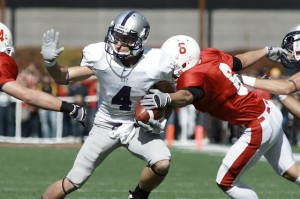 Senior wide receiver Fritz Waldvogel makes a catch against the Johnnies last year. (John Kruger/TommieMedia)