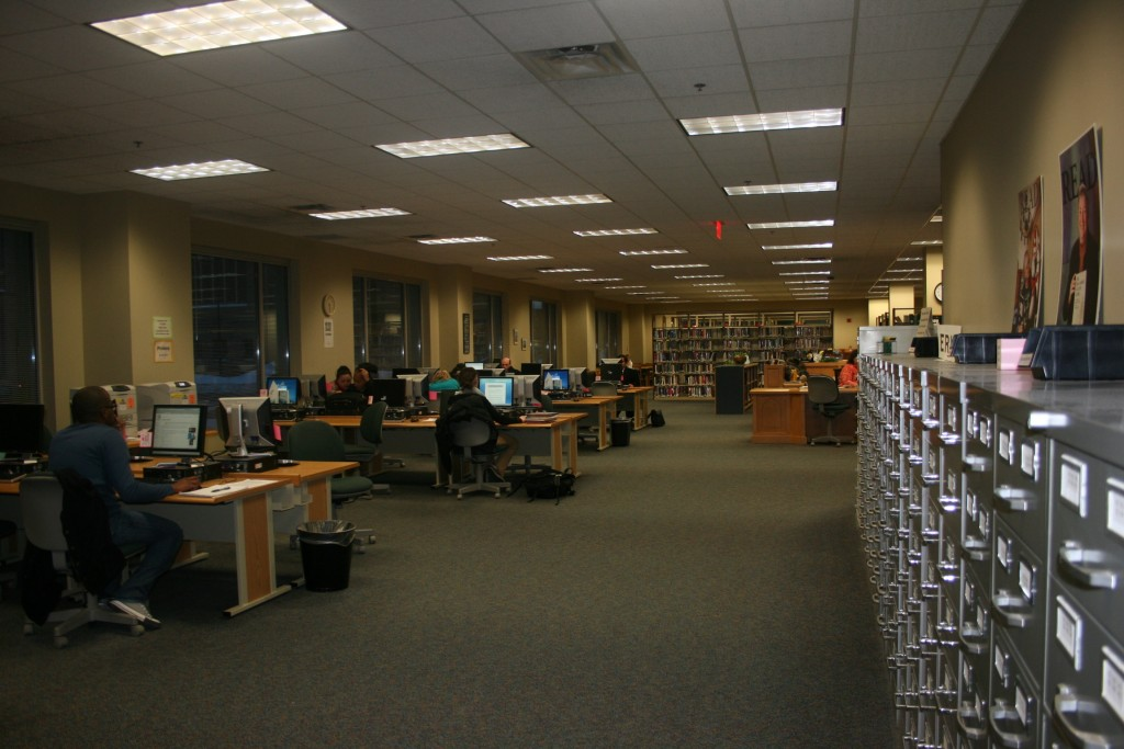 The first floor of the Keffer Library. (Lizzy Schmitt/TommieMedia)