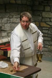 Fr. Rutten blesses Cretin Hall. (Tom Graves/TommieMedia)