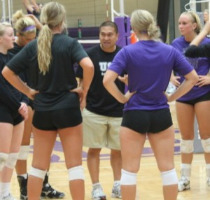 Coach Thanh Pham encourages his team during practice. Pham has an overall record of 248-62 during his tenure as the St.Thomas head coach. (Jesse Krull/TommieMedia)