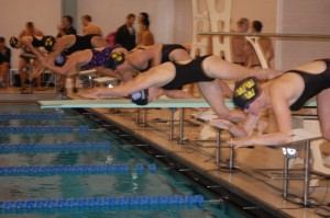 The women's team competed against Gustavus on Jan. 29 in a home meet at St. Catherine's Butler Sports and Fitness Center. (Michael Ewen/TommieMedia)