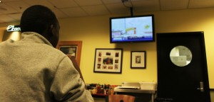 <p>Senior Albert Kertho watches the news in high definition at Scooters. The new HD package features more than 50 channels. (Dan Fastner/TommieMedia)</p>