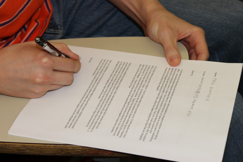St. Thomas students signed petitions Tuesday urging government officials and humanitarian groups to aid Libyan citizens. (Rebecca Omastiak/TommieMedia)