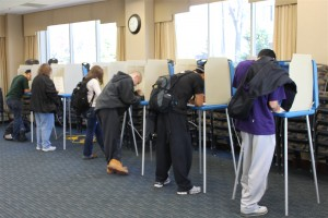 <p>Students vote in McNeely 100. (Cynthia Johnson/TommieMedia)</p>