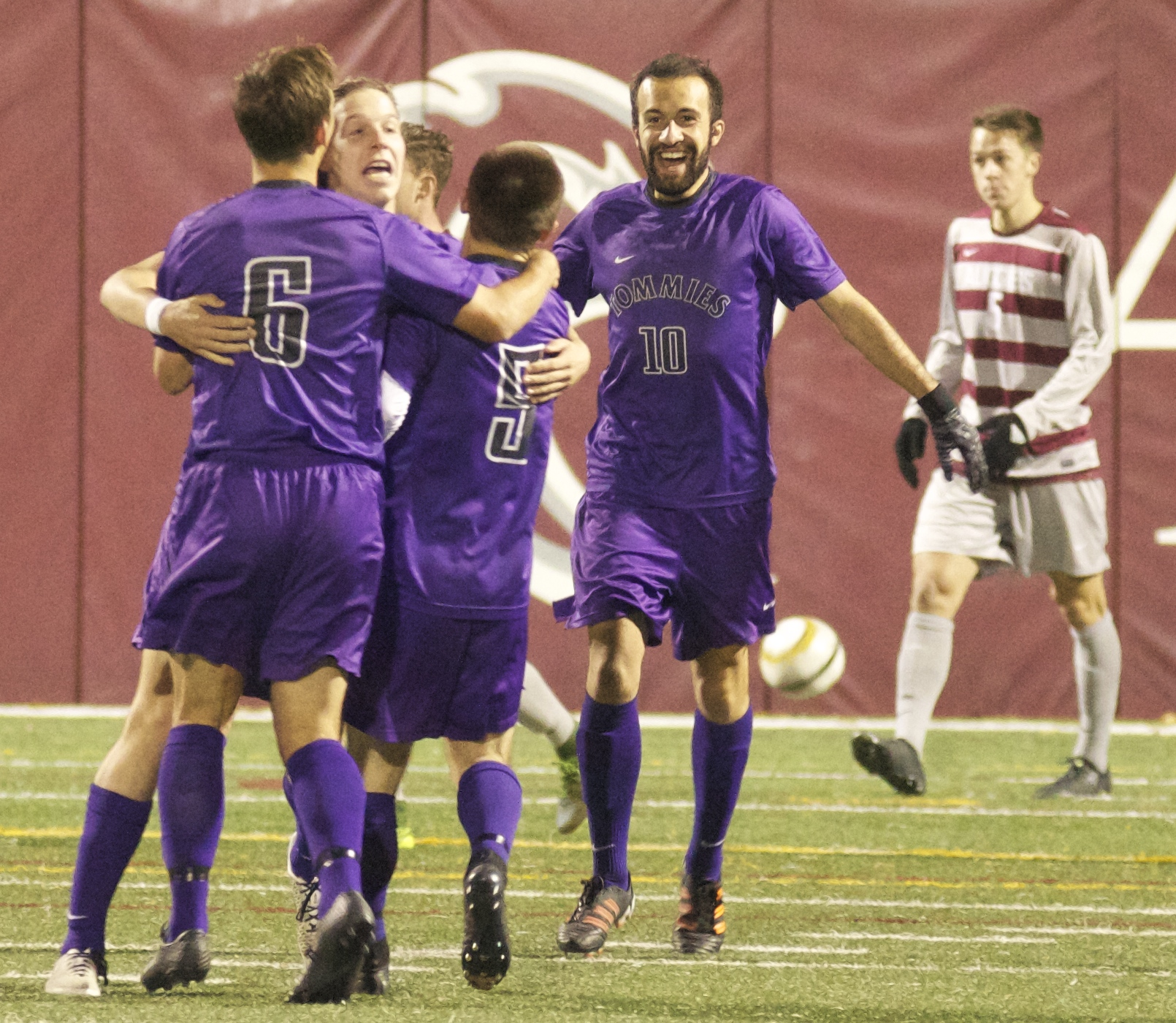 Men's soccer clinches playoff berth – TommieMedia