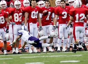 <p>Fritz Waldvogel dives for a ball during last year's game in front of a line full of Johnnies. (Aaron Hays/TommieMedia)</p>