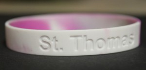 <p>Business law students sell bracelets for a profit so they can learn the principles of marketing. (Ashley Stewart/TommieMedia)</p>