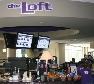 <p>Employees at The Loft hope the warm spring weather, the air conditioning and the smoothies will bring students up to the third floor of the student center. The Loft has not been making a profit due to its third-floor location. (Baihly Warfield/Tommie Media)</p>