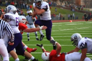 Junior running back Ben Wartman and St. Thomas' top notch run game need to find holes in Coe College's stout defense that gives up just 97 rushing yards per game. (John Kruger/TommieMedia)