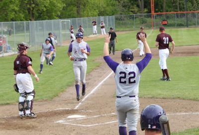 The Tommies welcomed 17 runners across home plate in a rout of Augsburg. (Brian Woitte/TommieMedia)