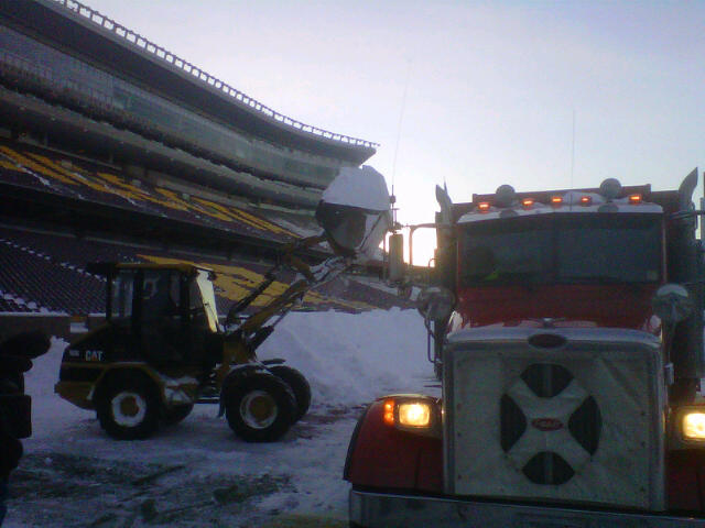 <p>Workers remove snow from TCF Bank Stadium on the University of Minnesota campus to prepare for the Vikings' game Monday night against the Chicago Bears. (bringmethenews.com)</p>